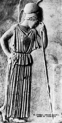 «Меланхолическая» Афина. Рельеф, около 460 г. до н. э. Музей на Акрополе, Афины. В качестве эмблемы её власти на голове у богини шлем. Она одета в подхваченную поясом пеплу, которая ниспадает симметричными складками до щиколотки.