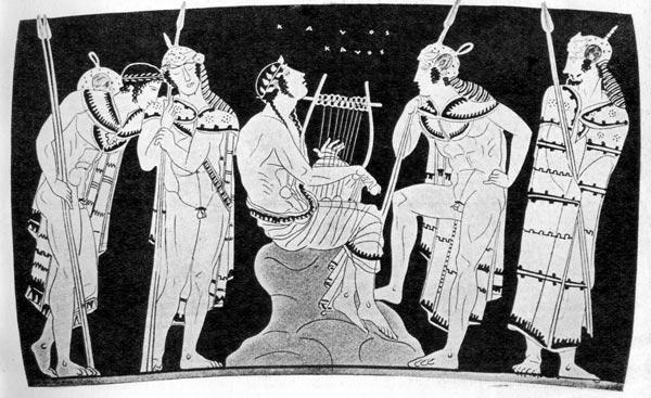 Орфей у фракийцев. Античная посуда из Гелы, V век до н. э. Государственный музей, Берлин. На вооруженных фракийцах шлемы и хламиды. Орфей с длинными волосами и венком на голове одет в гиматион.