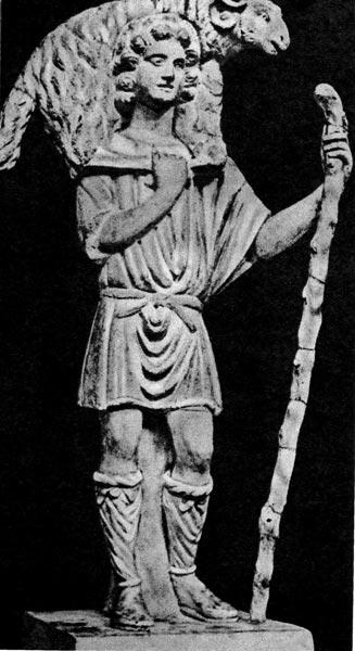 Христос как Добрый пастырь. IV век. Музей папы римского, Ватикан, Рим. Христос изображен в короткой, подпоясанной тунике; на ногах у него сандалии, зашнурованные до самых колен.