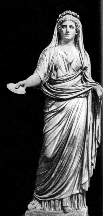 Т. н. Ливия, скульптура из Помпеи. Национальный музей, Неаполь. Молодая римлянка одета в столу и обернута в паллу, которой прикрыта и голова. Волосы, по тогдашней моде, завиты