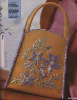 Учимся вышивать красивые цветы на сумке.  Описание работы, схемы и фото...